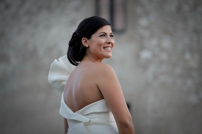 3d42ad48068c location matrimonio e ricevimenti a napoli. nozze al castello medievale di  castellammare di stabia. la sposa sorridente. foto reportage matrimonio.