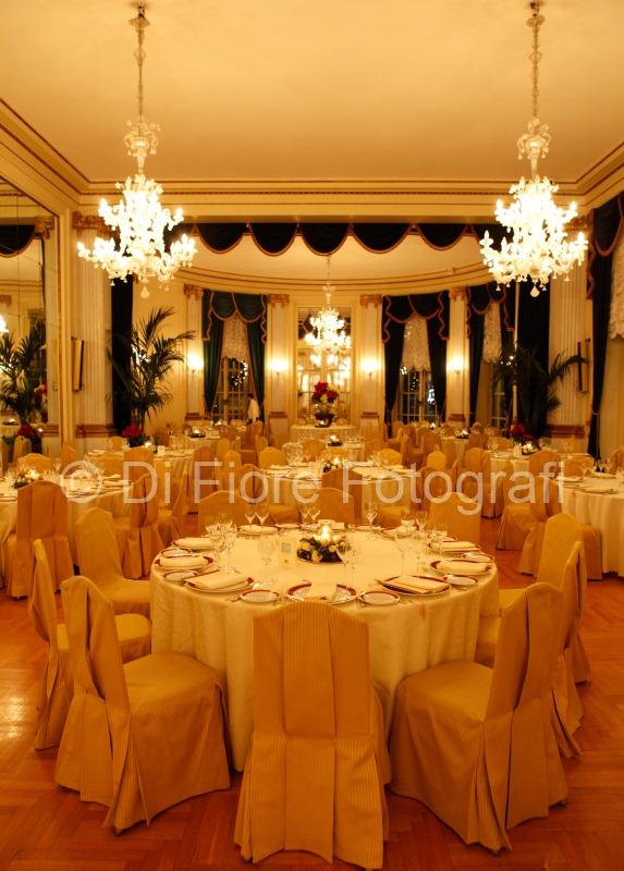 ... eleganza nel salone dellHotel Excelsior di Napoli. Capodanno a Napoli